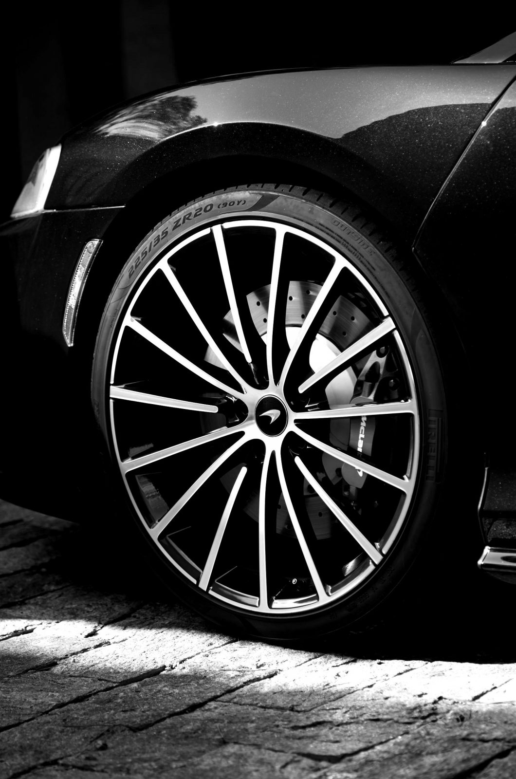 McLaren-GT-GlobalTestDrive-0014-scaled-blackwhite