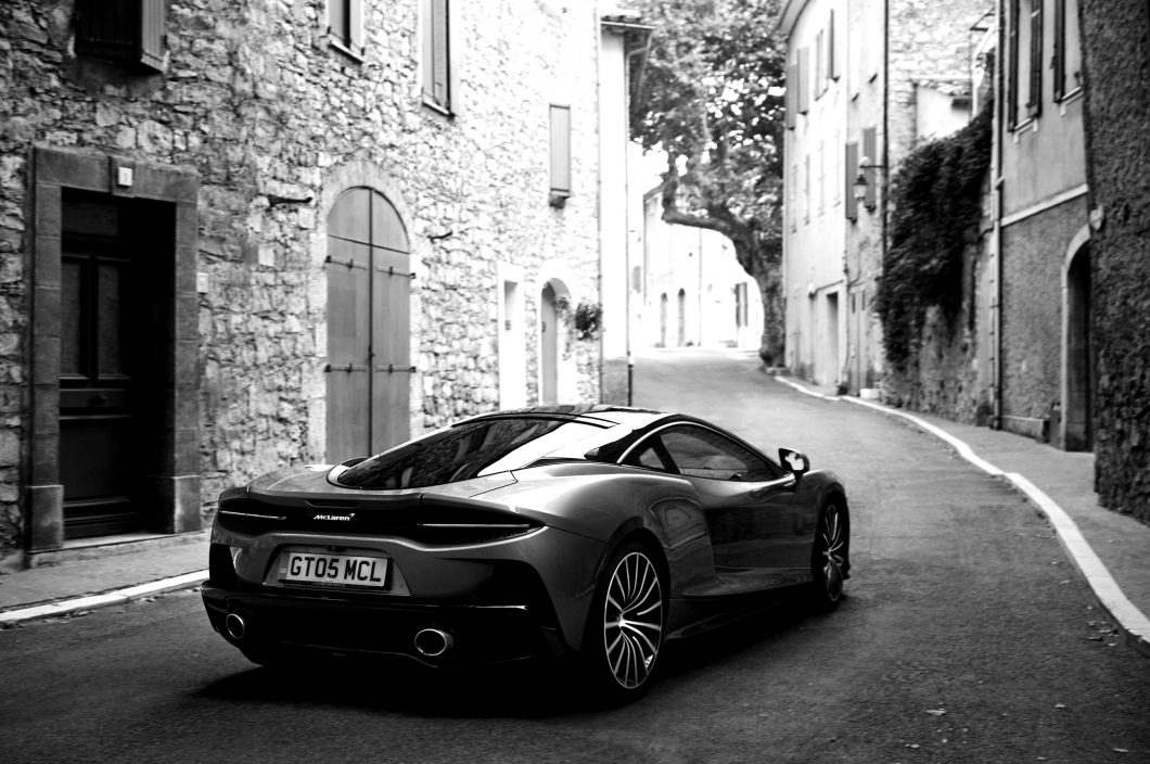 McLaren-GT-GlobalTestDrive-0046-scaled-blackwhite