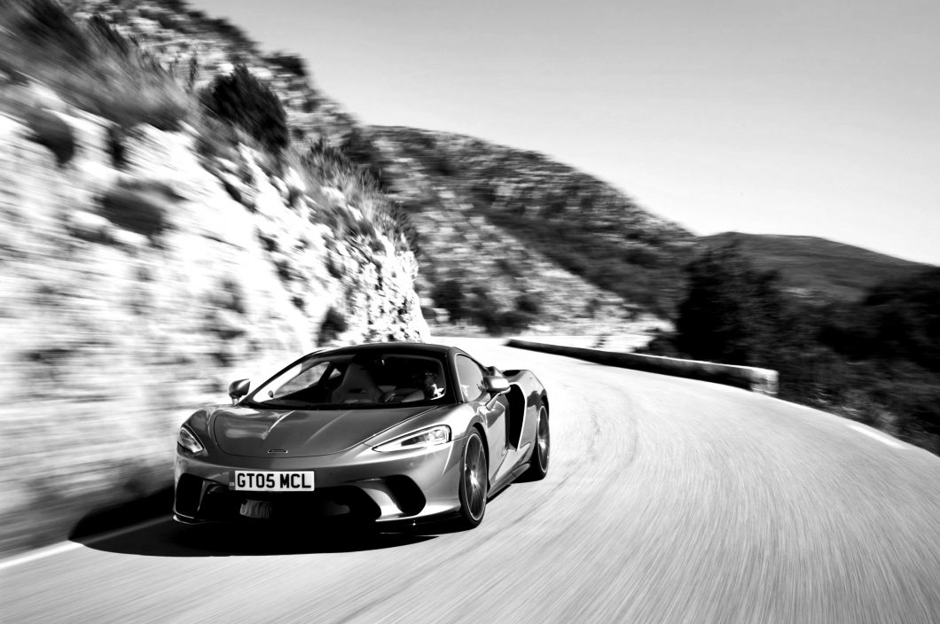 McLaren-GT-GlobalTestDrive-0092-scaled-blackwhite