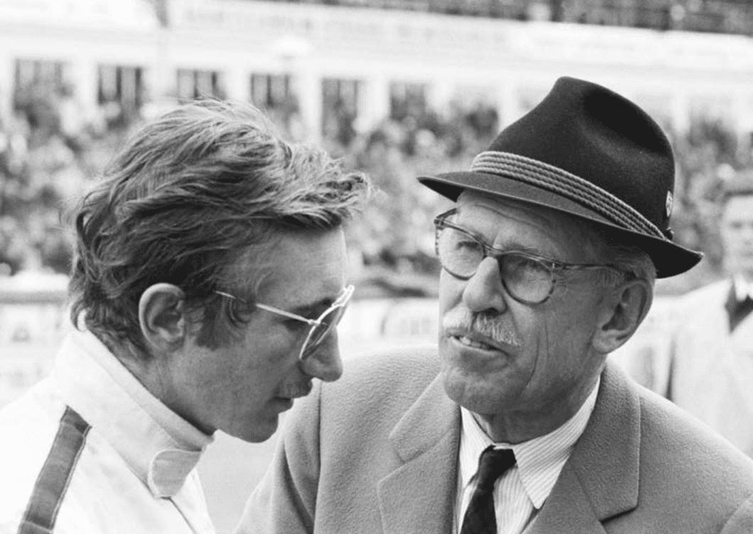 Jo Siffert et le directeur sportif de Porsche, Huschke von Hanstein aux 1000 Km du Nürburgring, le 19 mai 1968
