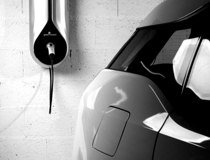 residenza-electric-vehicle-green-motion-blackwhite
